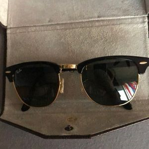 Black foldable clubmaster ray bans.